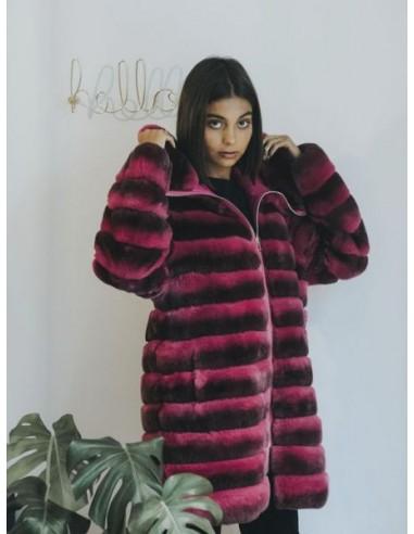 Abrigo de piel de rex en color rosa...