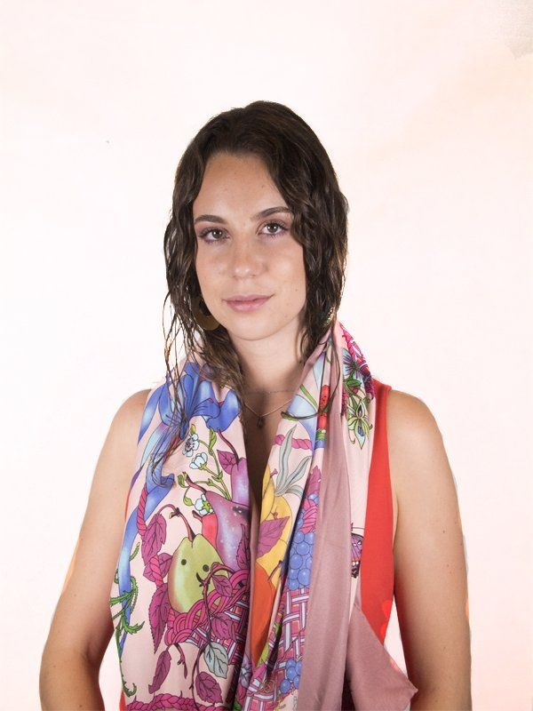 El pañuelo de seda, un complemento imprescindible para esta primavera-verano - Img 2